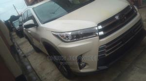 Toyota Highlander 2017 XLE 4x4 V6 (3.5L 6cyl 8A) White | Cars for sale in Lagos State, Isolo