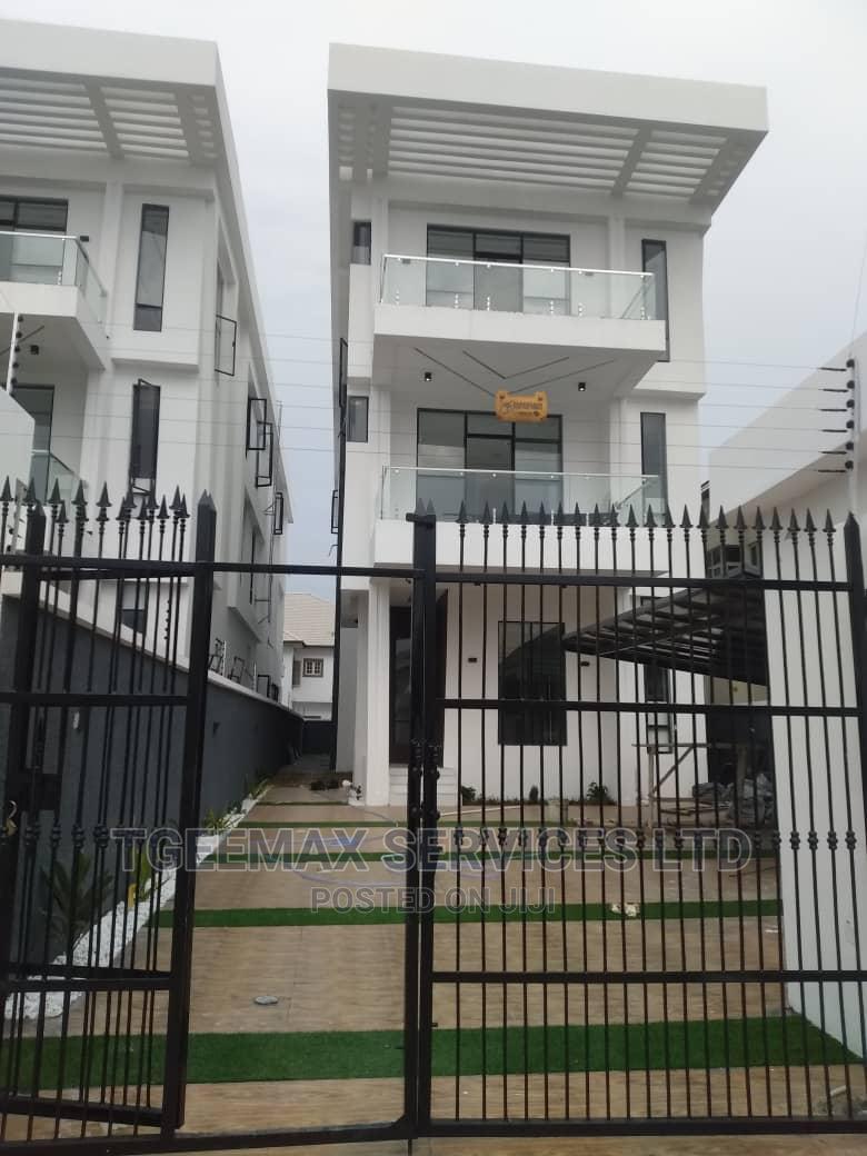 5 Bedrooms Detached Duplex With 2 Rooms BQ in Lekki Phase 1