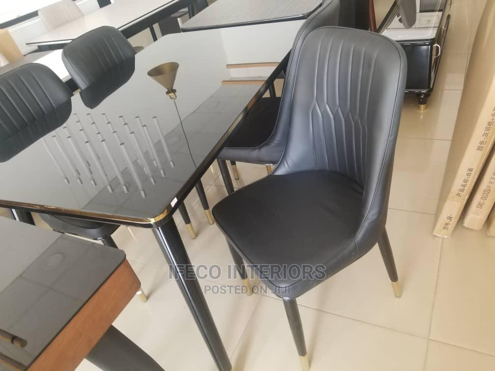 Quality Dinning Table With 4 Chairs