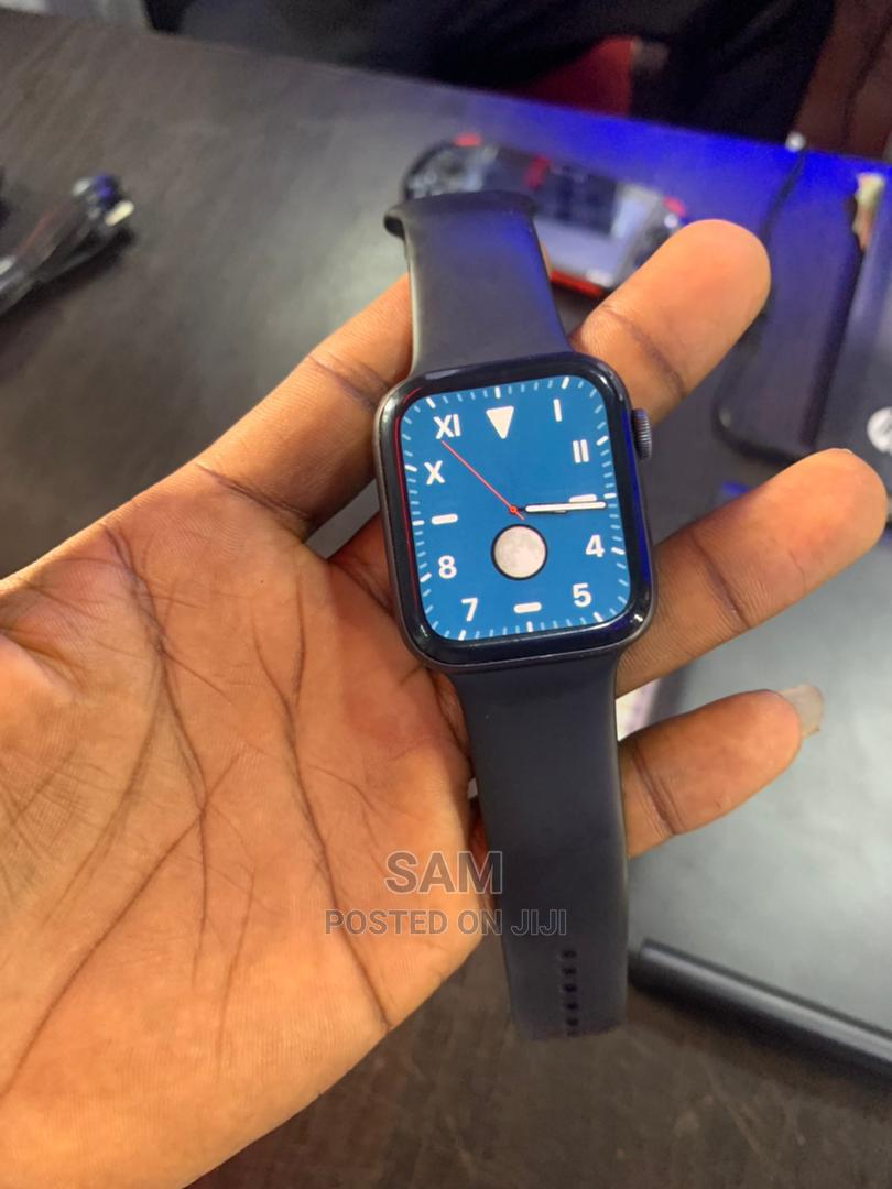 Archive: Apple Watch Series 4