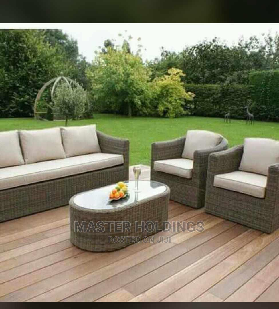 Classic Outdoor Relaxing Chairs With Center Table