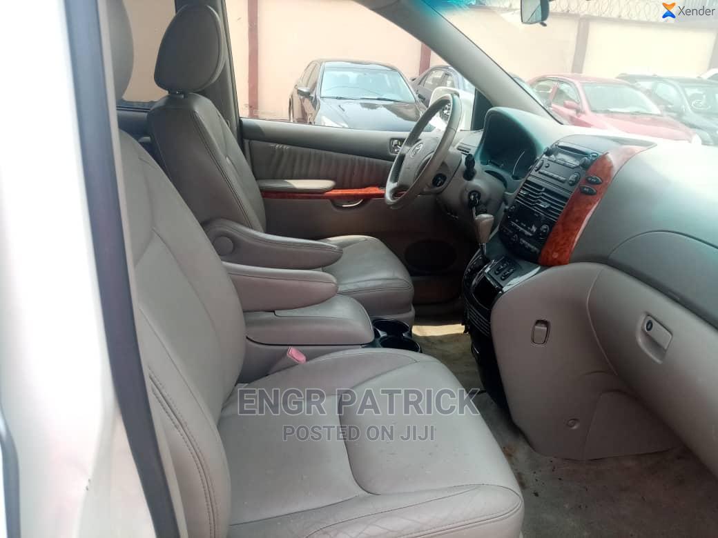 Archive: Toyota Sienna 2010 XLE 7 Passenger White
