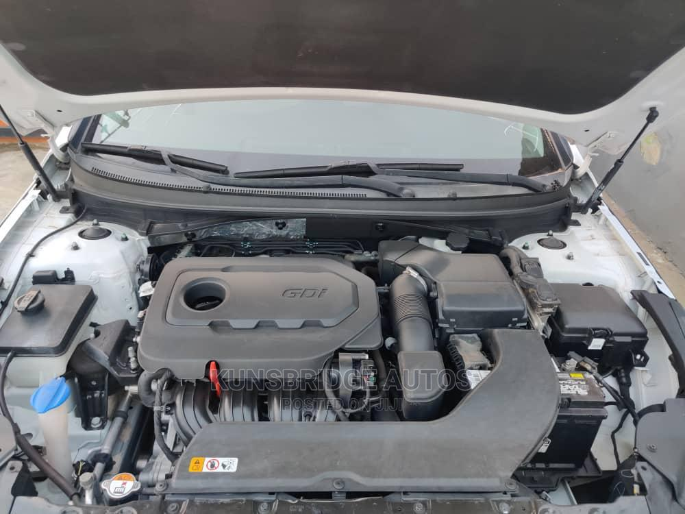 Archive: Hyundai Sonata 2015 White