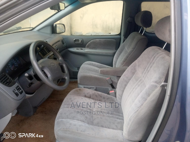 Archive: Toyota Sienna 2002 Blue
