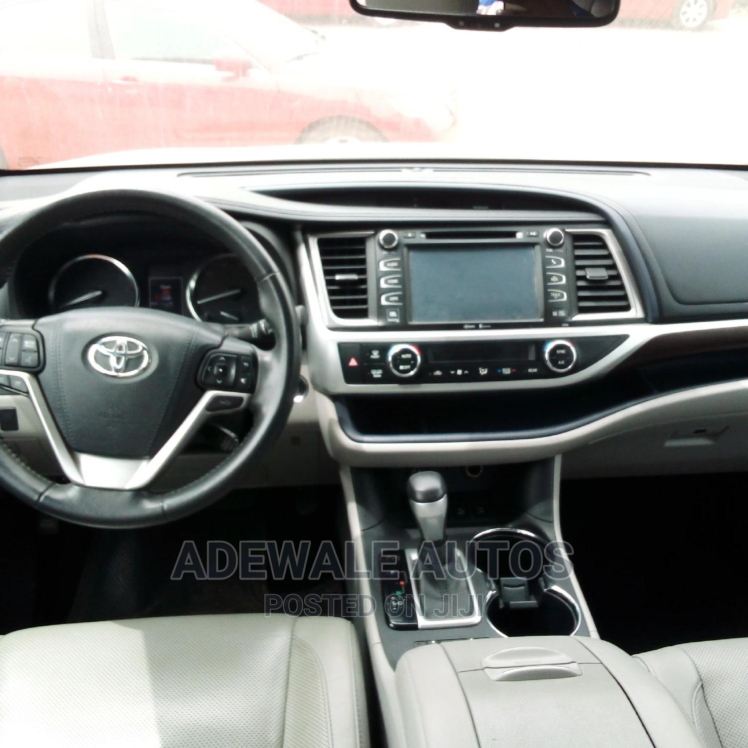 Toyota Highlander 2016 Silver | Cars for sale in Ipaja, Lagos State, Nigeria