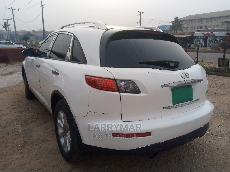 Infiniti FX35 2005 Base 4x2 (3.5L 6cyl 5A) White | Cars for sale in Ejigbo, Lagos State, Nigeria