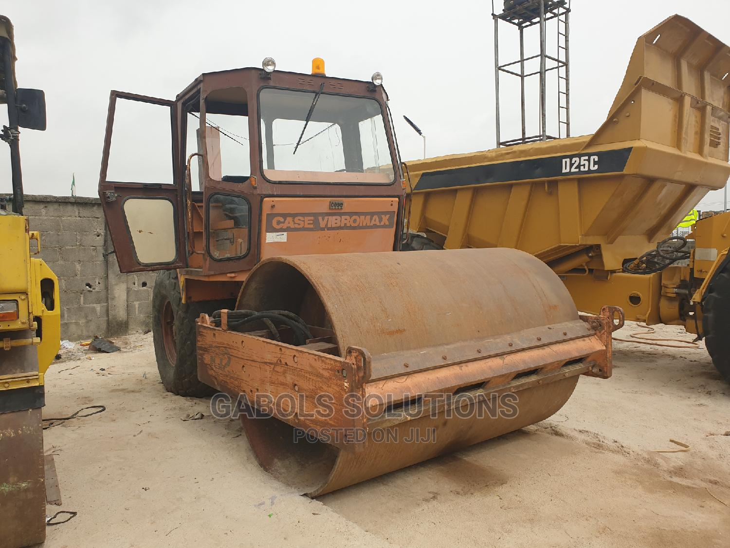 Tokunbo Case Vibromax Roller Compactor
