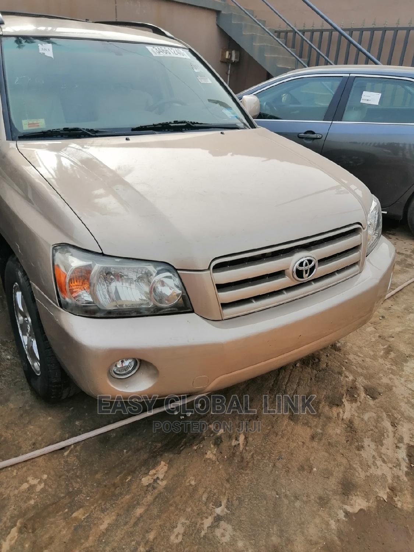 Toyota Highlander 2004 Limited V6 FWD Gold