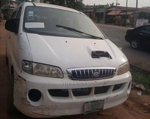 Hyundai H1 2000 White For Sale   Buses & Microbuses for sale in Lagos State, Alimosho