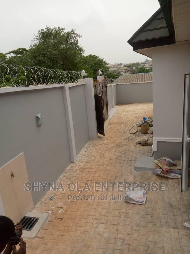 Lovely 2bed Roim Flat at Radio Eruwen Ikorodu | Houses & Apartments For Rent for sale in Ikorodu, Lagos State, Nigeria