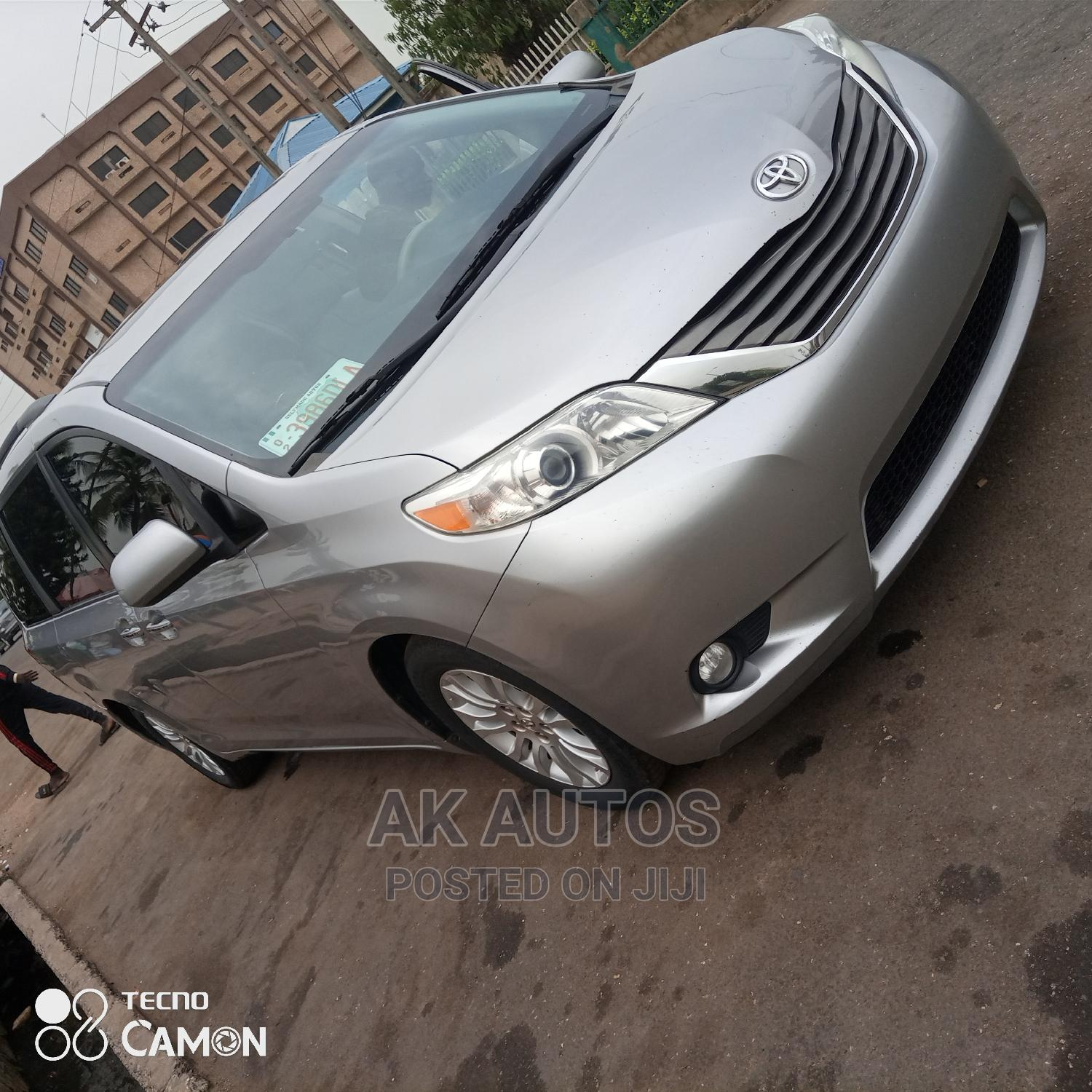 Toyota Sienna 2011 XLE 7 Passenger Mobility Silver | Cars for sale in Ikeja, Lagos State, Nigeria
