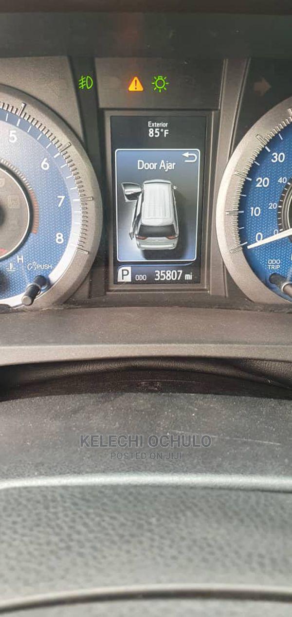 Archive: Toyota Sienna 2015 White