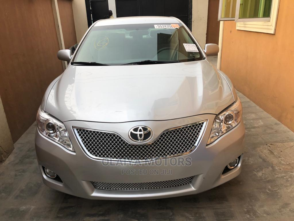 Archive: Toyota Camry 2011 Silver