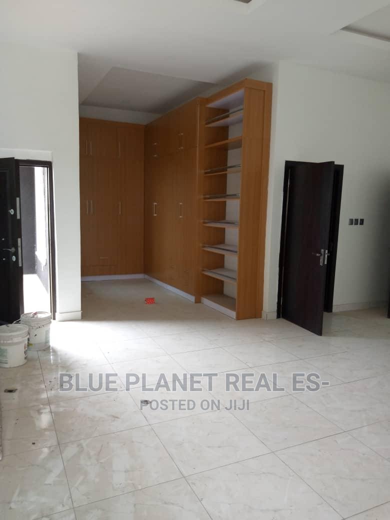 Archive: Luxury 5 Bedroom Duplex With Bq In A Serene Estate