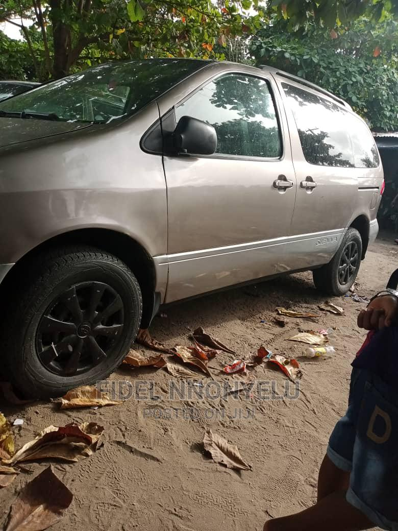 Toyota Sienna 2002 LE Gold | Cars for sale in Amuwo-Odofin, Lagos State, Nigeria