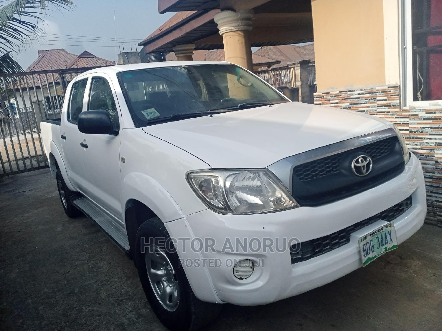 Toyota Hilux 2010 2.0 VVT-i SRX White   Cars for sale in Owerri, Imo State, Nigeria