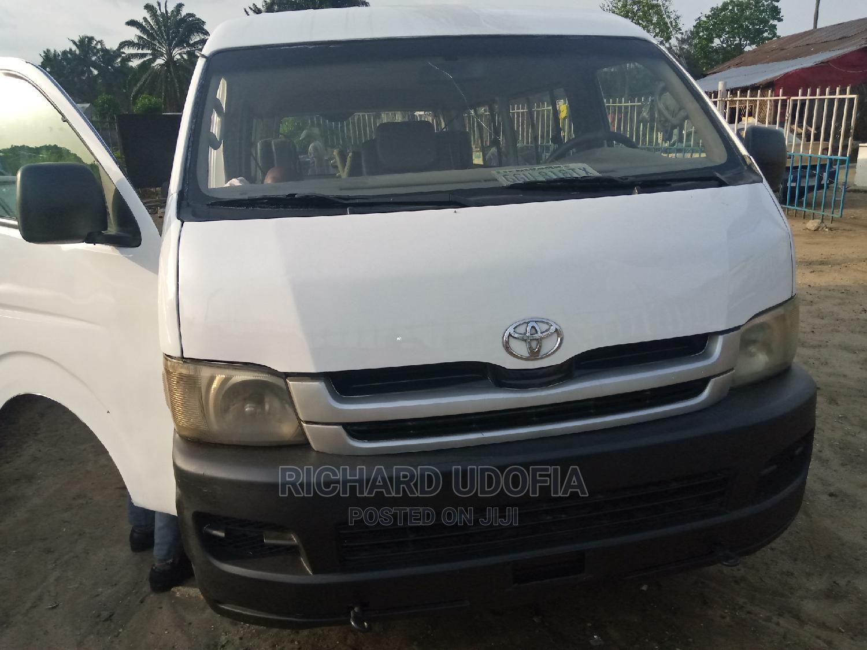 Toyota Hiace Hummer 2 Bus