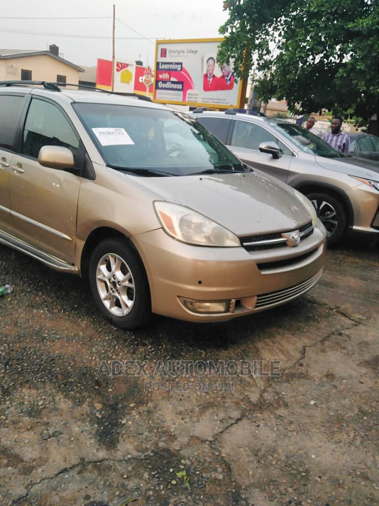 Toyota Sienna 2001 LE Gold | Cars for sale in Magodo, Lagos State, Nigeria