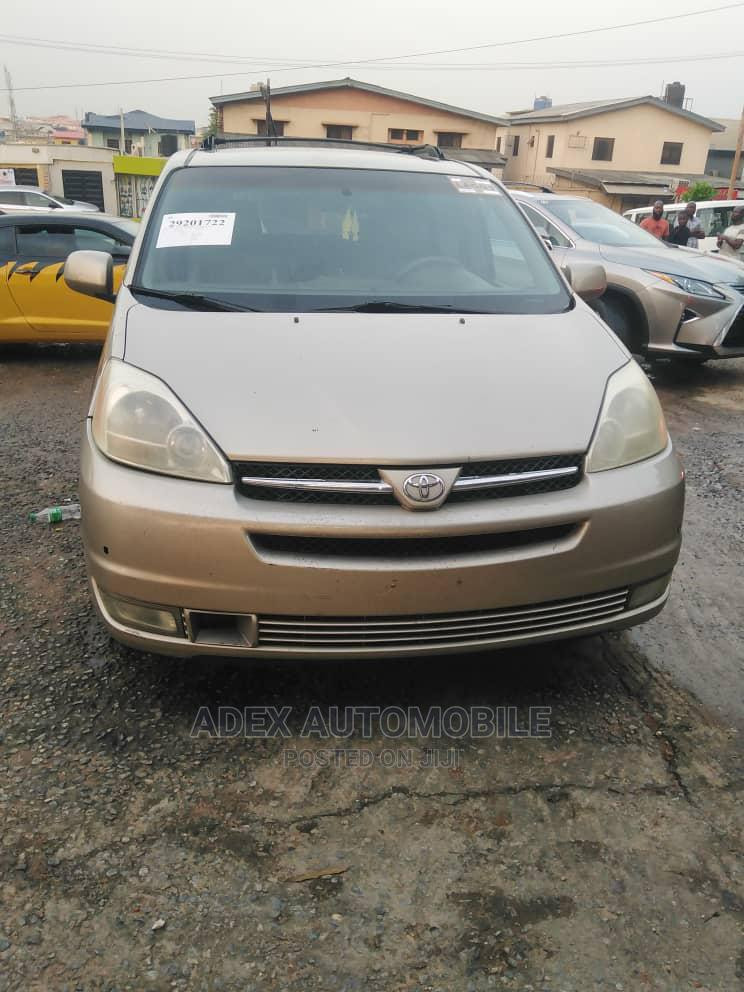 Toyota Sienna 2001 LE Gold