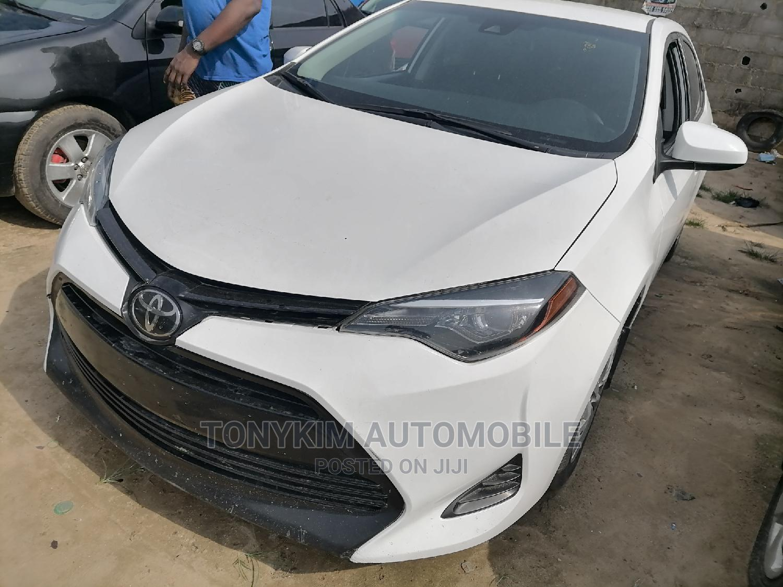 Toyota Corolla 2018 LE (1.8L 4cyl 2A) White