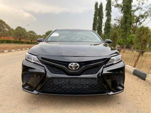 Toyota Camry 2018 SE FWD (2.5L 4cyl 8AM) Black   Cars for sale in Abuja (FCT) State, Jahi