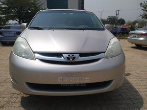 Toyota Sienna 2009 XLE Limited AWD Gold   Cars for sale in Abuja (FCT) State, Central Business Dis