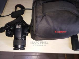 Neat Canon EOS 1300D DSLR Camera,   Photo & Video Cameras for sale in Lagos State, Abule Egba