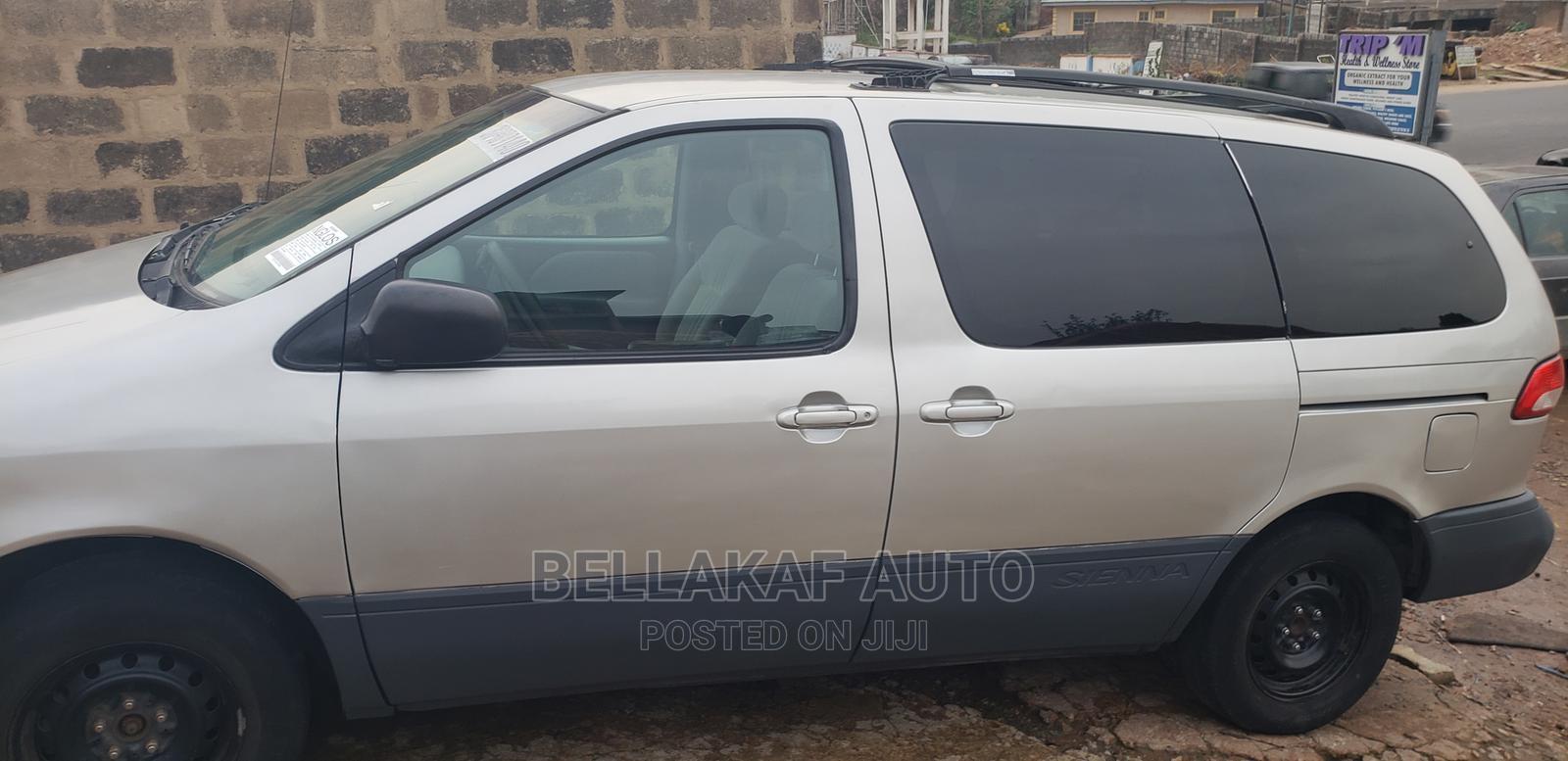 Toyota Sienna 2002 Gold | Cars for sale in Ibadan, Oyo State, Nigeria