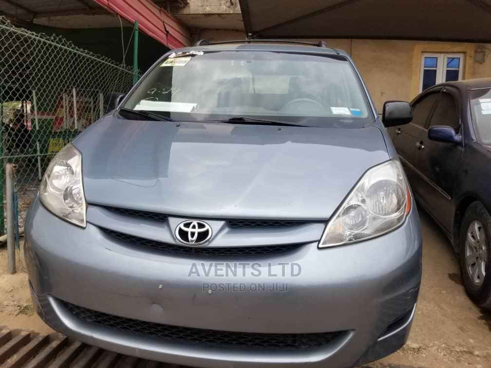 Archive: Toyota Sienna 2008 Gray