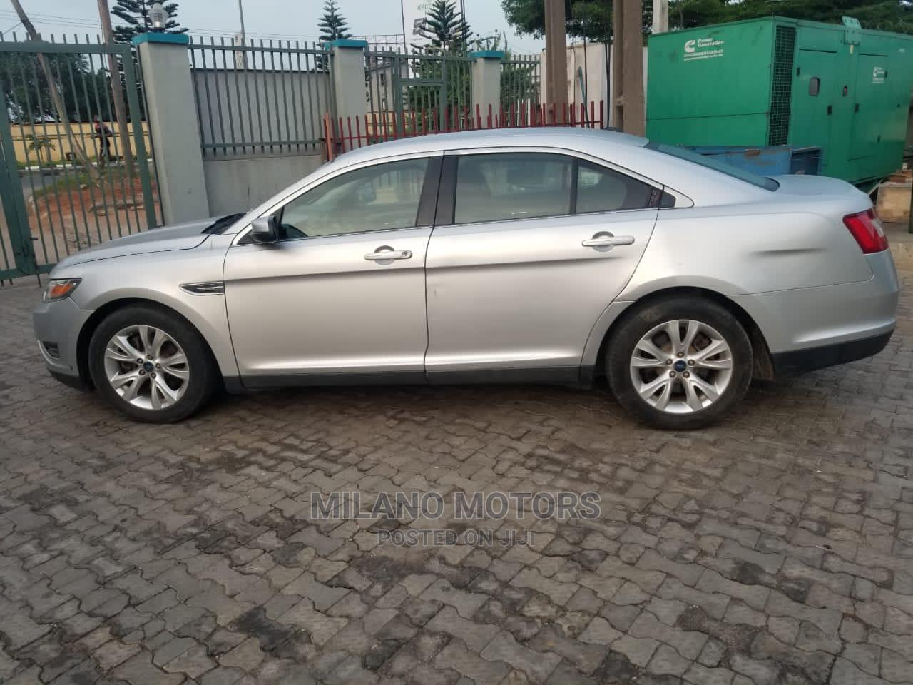 Archive: Ford Taurus 2012 SEL Gray