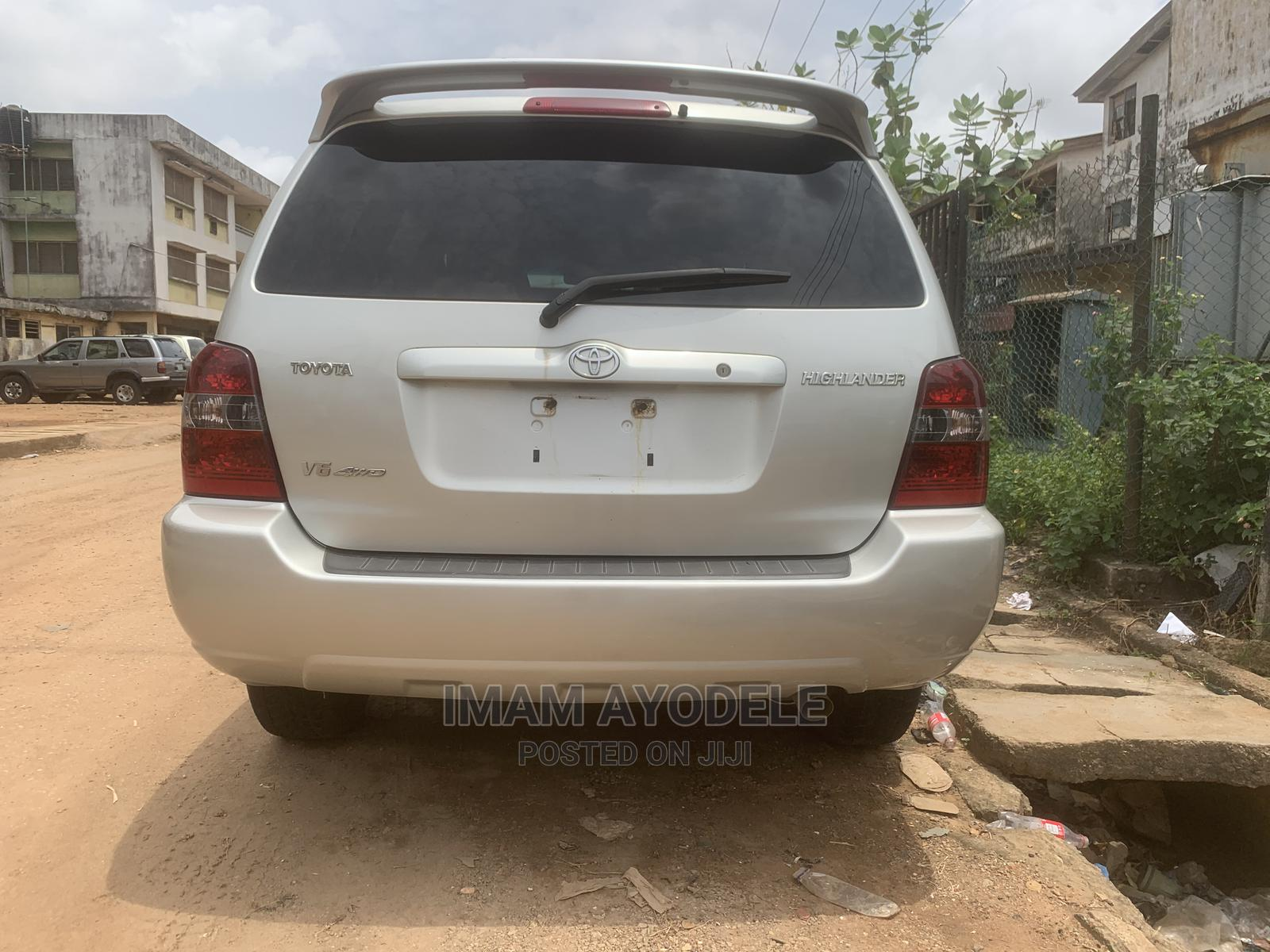 Toyota Highlander 2004 Limited V6 FWD Silver | Cars for sale in Isolo, Lagos State, Nigeria
