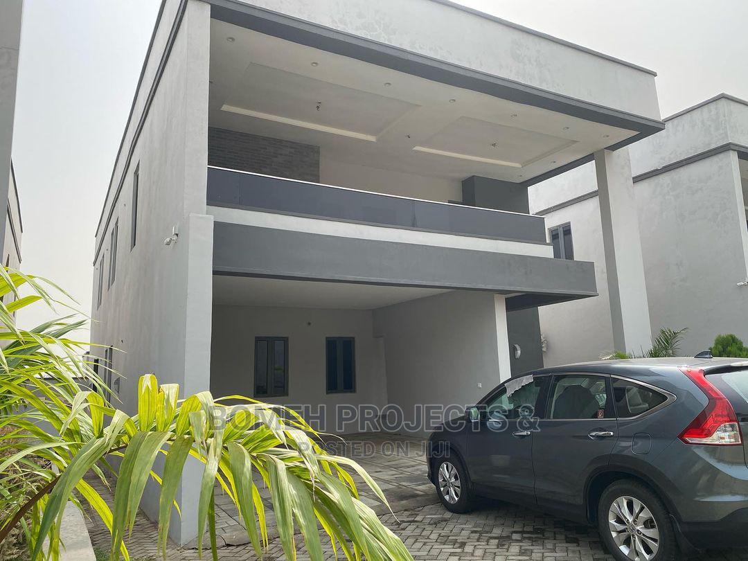 Detached 4 Bedroom Luxury Duplex
