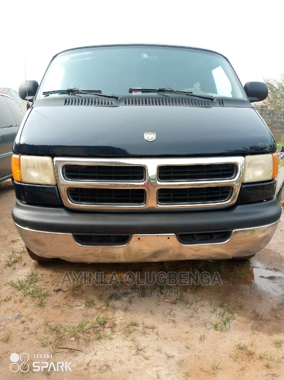 Dodge Ram 1500 Bus (Short Chasis of V6 Engine)