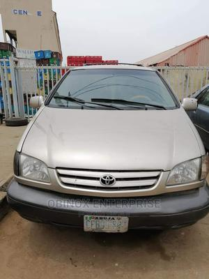 Toyota Sienna 2000 LE & 1 Hatch Gold | Cars for sale in Abuja (FCT) State, Gudu