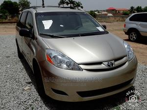 Toyota Sienna 2009 Gold   Cars for sale in Abuja (FCT) State, Kubwa