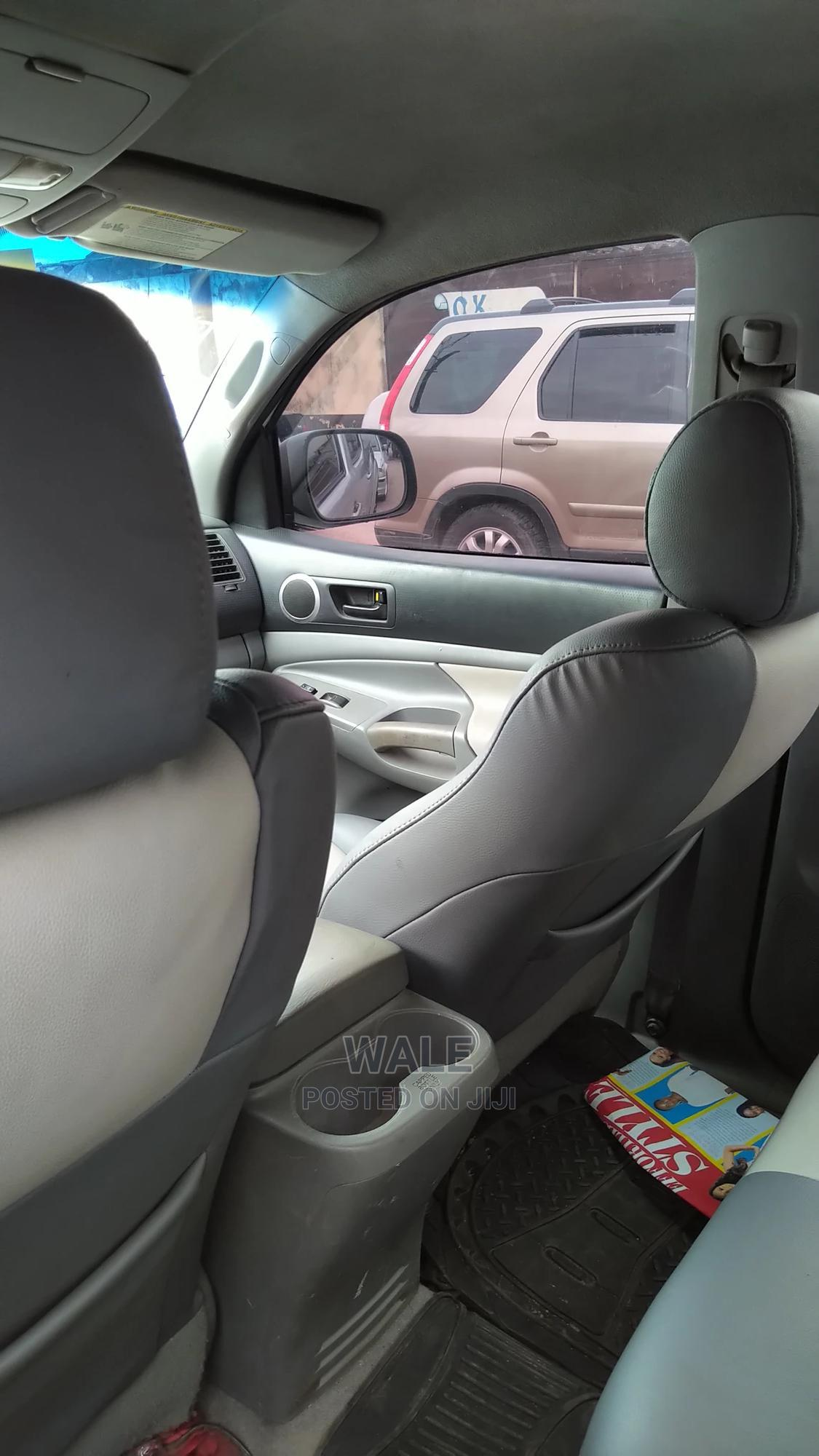 Toyota Tacoma 2006 Access Cab Silver | Cars for sale in Surulere, Lagos State, Nigeria