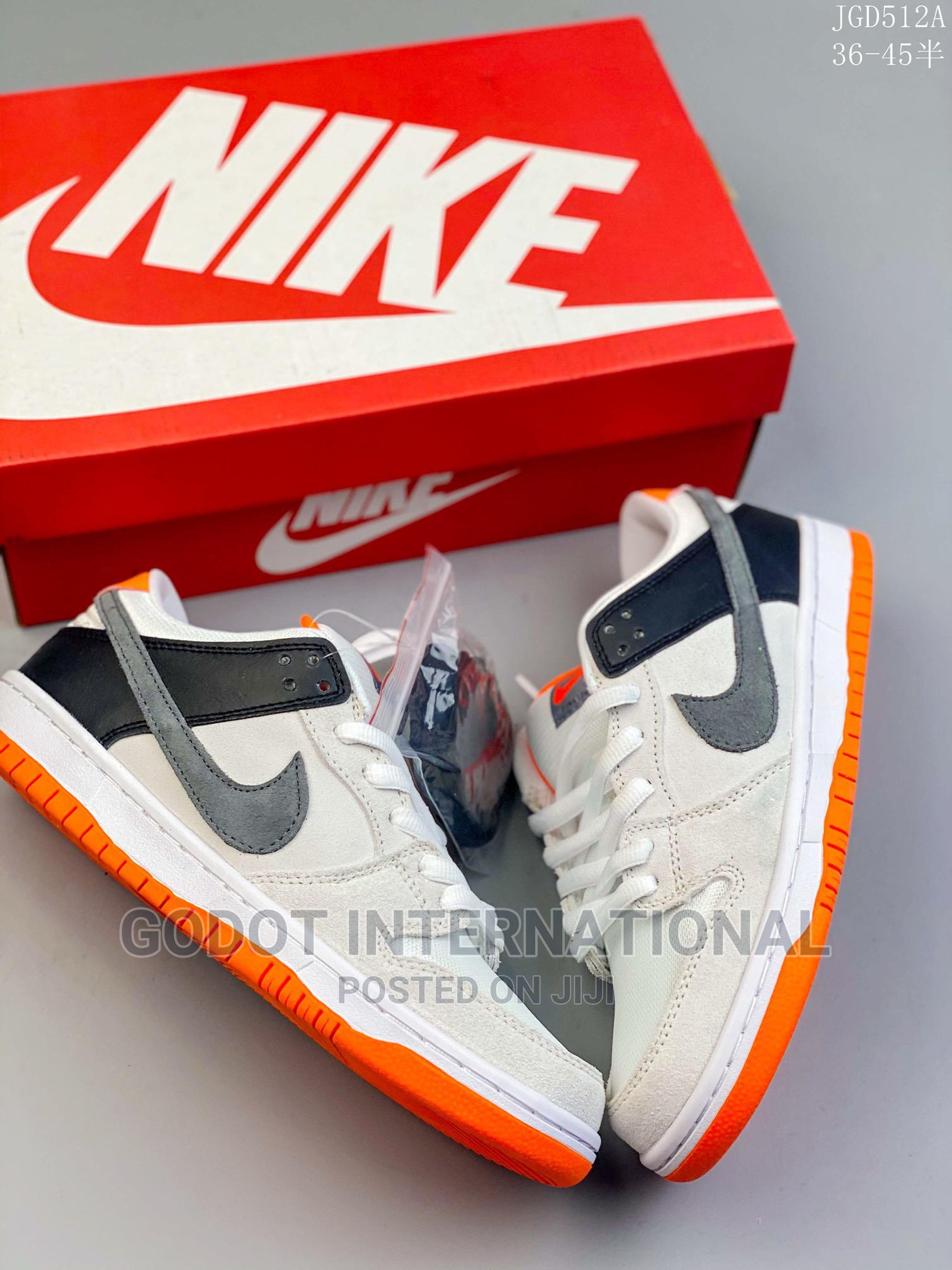 Archive: Nike SB Dunk Low SP