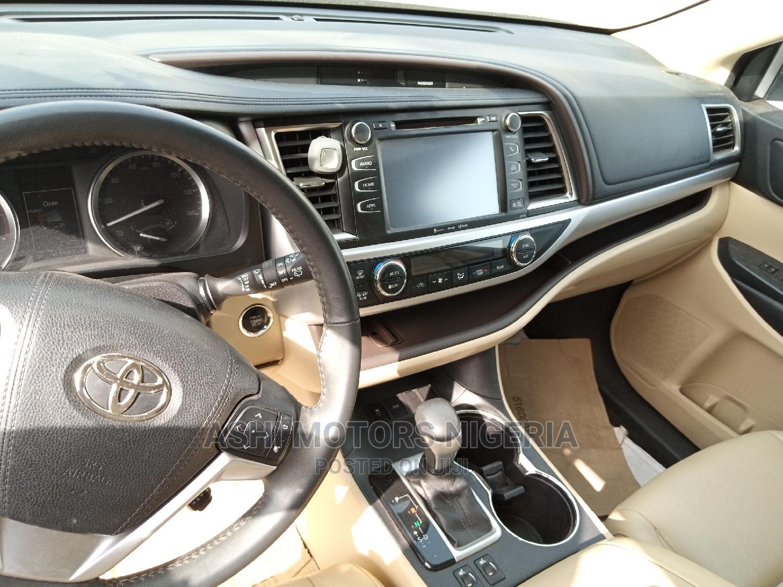 Archive: Toyota Highlander 2016 Gold