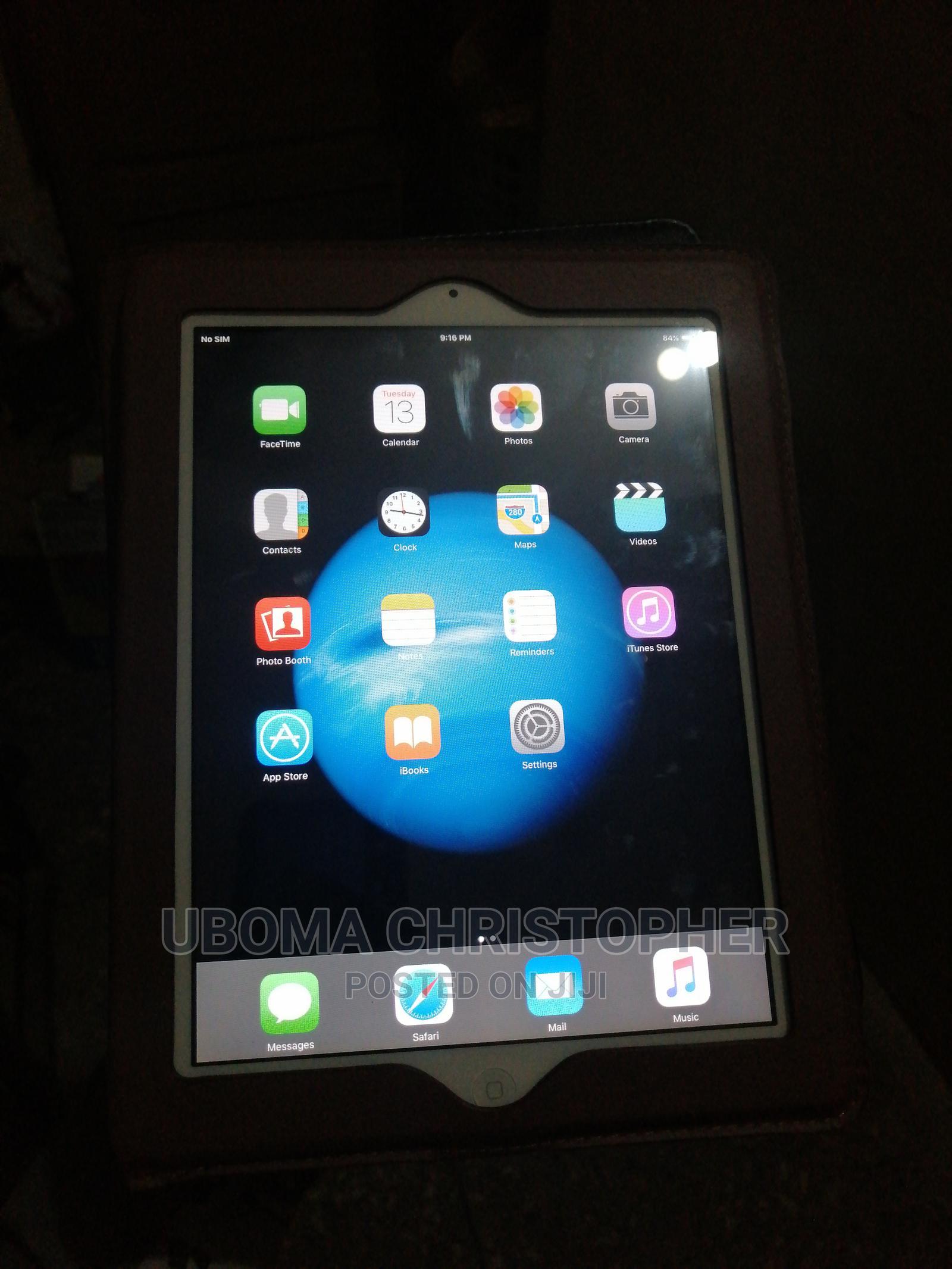 Archive: Apple iPad Air 128 GB White