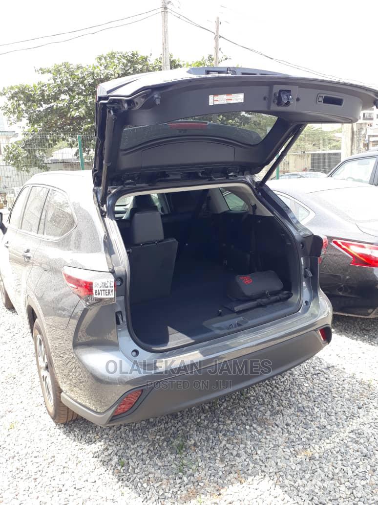 Archive: New Toyota Highlander 2020 XLE AWD Blue