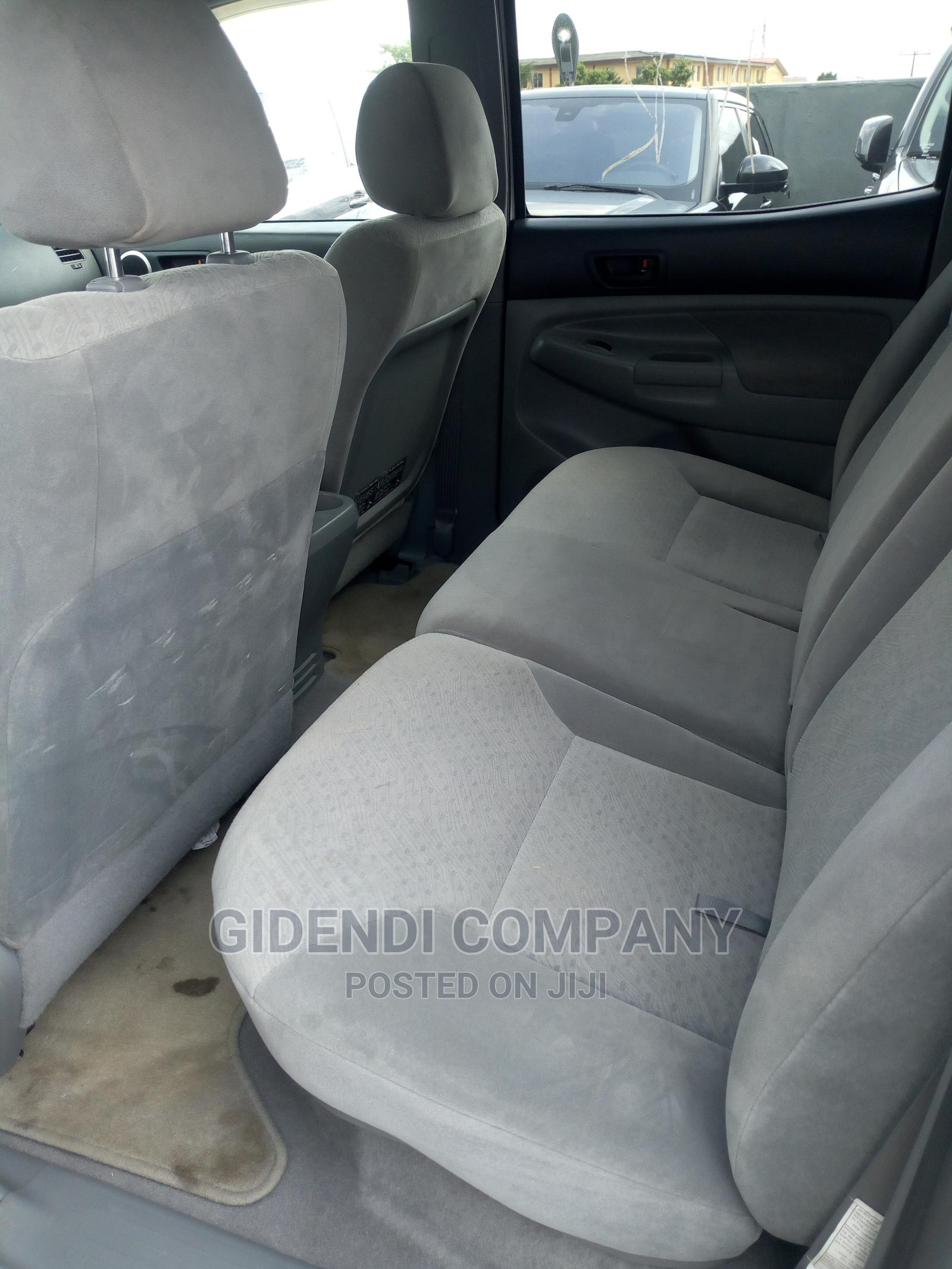 Toyota Tacoma 2006 Access Cab White | Cars for sale in Ikeja, Lagos State, Nigeria