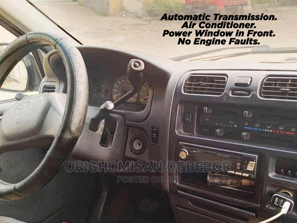 Archive: Used 2005 Toyota Hiace Bus
