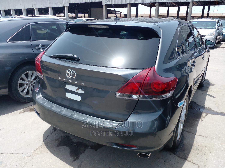 Archive: Toyota Venza 2013 Limited AWD V6 Gray