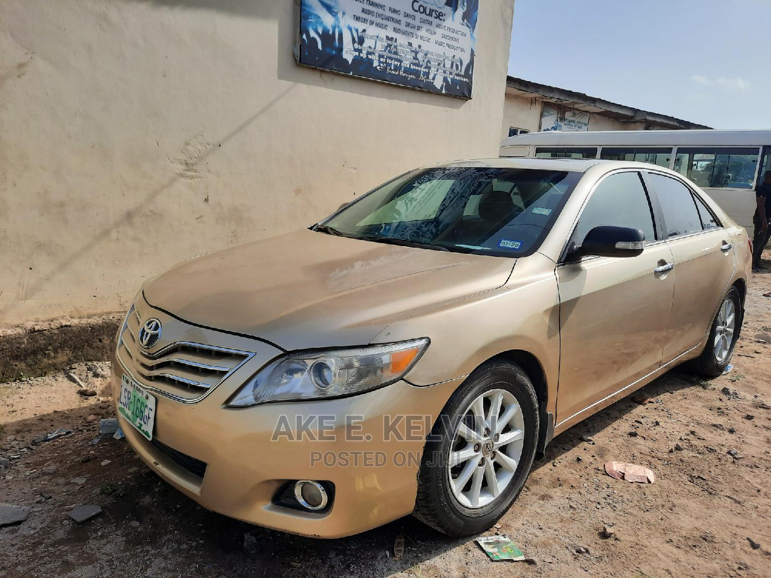 Archive: Toyota Camry 2010 Gold