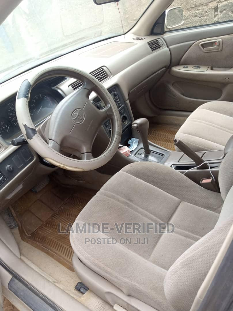 Toyota Camry 2001 Gold | Cars for sale in Alimosho, Lagos State, Nigeria