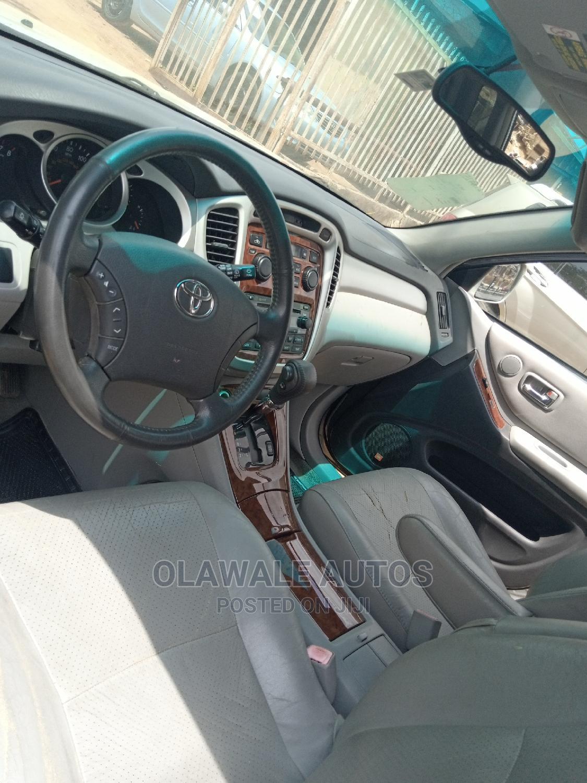 Toyota Highlander 2004 Limited V6 FWD Silver | Cars for sale in Alimosho, Lagos State, Nigeria