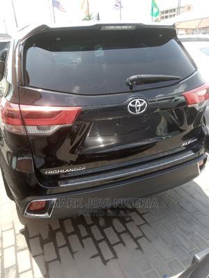 Toyota Highlander 2017 XLE 4x4 V6 (3.5L 6cyl 8A) Black | Cars for sale in Lagos State, Lekki