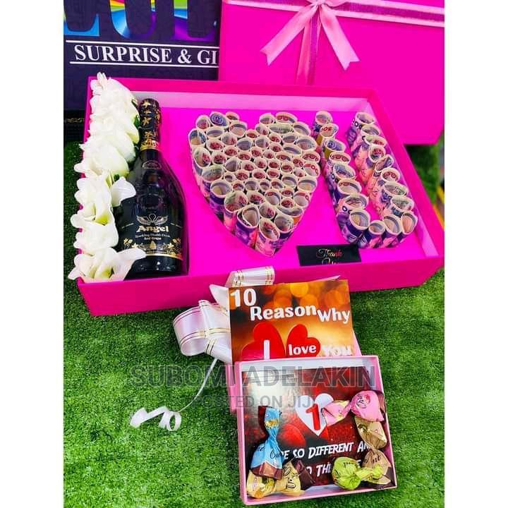(Gift Box)