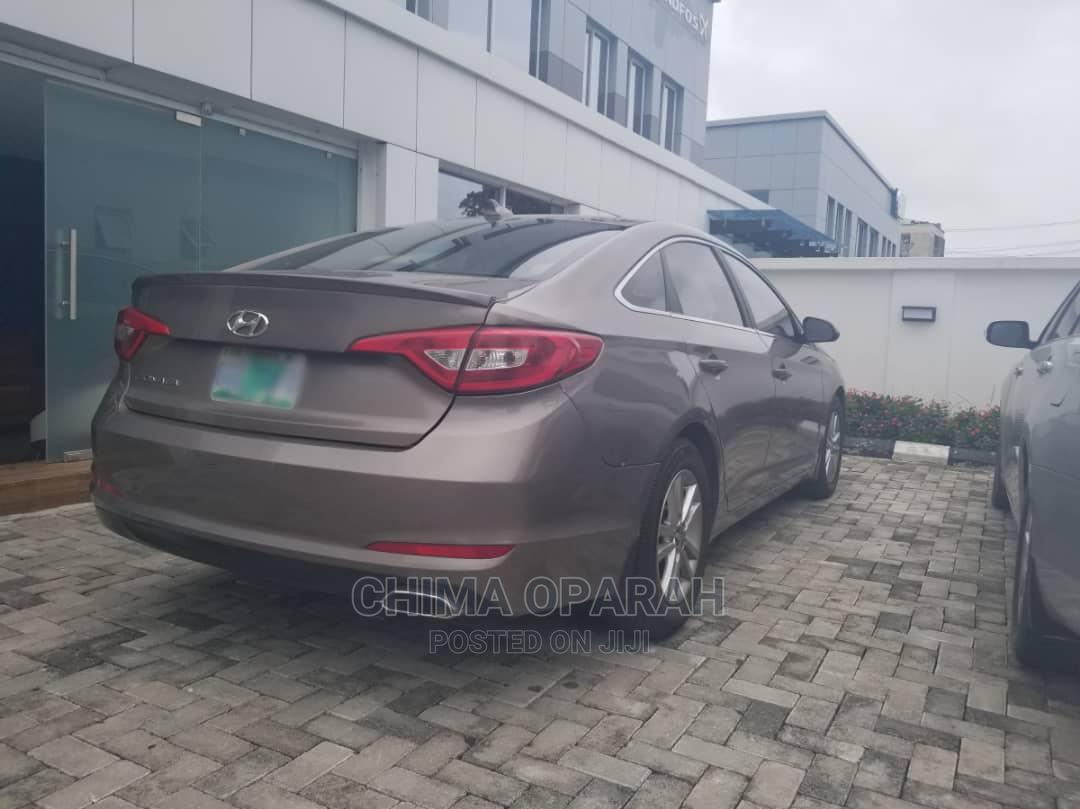 Archive: Hyundai Sonata 2016 SE Brown