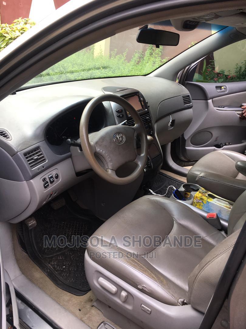 Archive: Toyota Sienna 2010 XLE 7 Passenger Gray